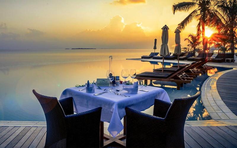 Poolside dining at Kuredu