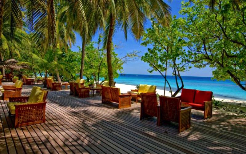 Reethi Beach Resort bar