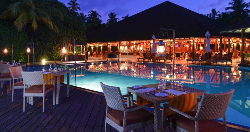 Adaaran Resorts - Meedhupparu restaurant and pool
