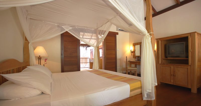 Fiitheyo Island Resort deluxe villa