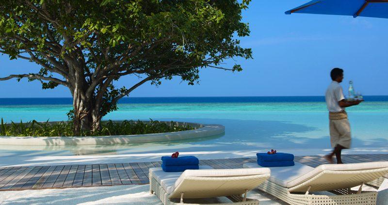 Dusit Thani Maldives pool