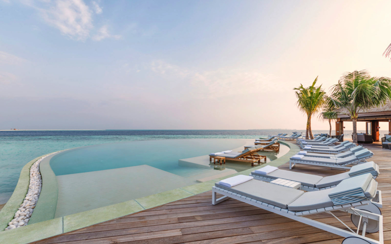 Hurawalhi Island Resort Maldives infinity pool