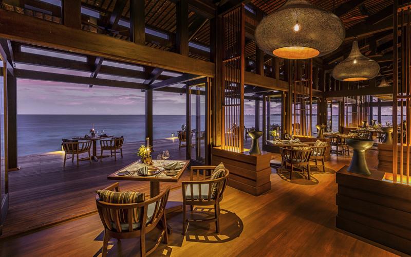 Retreat Restaurant at Kudadoo Island Resort
