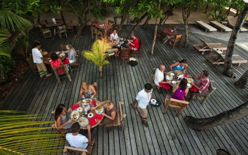 Reethi Beach Resort restaurant