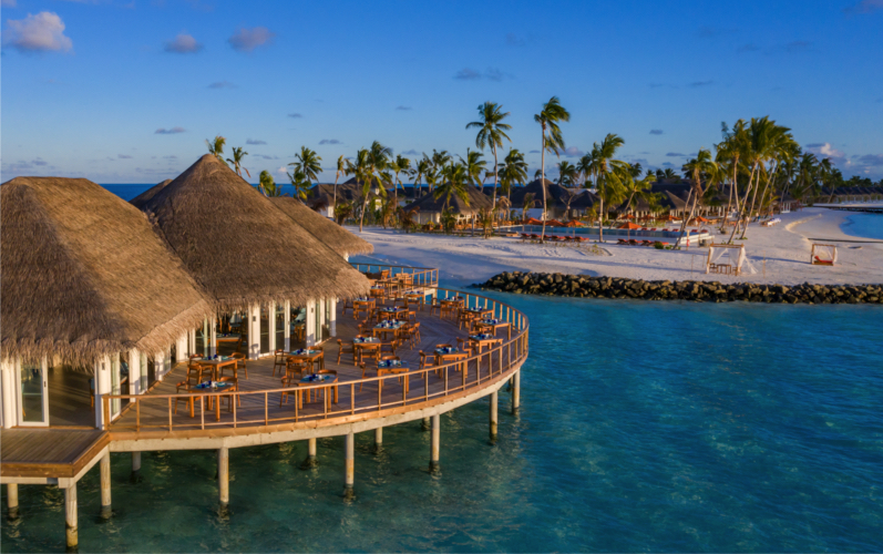 Sun Siyam Iru Veli Resort restaurant and beach